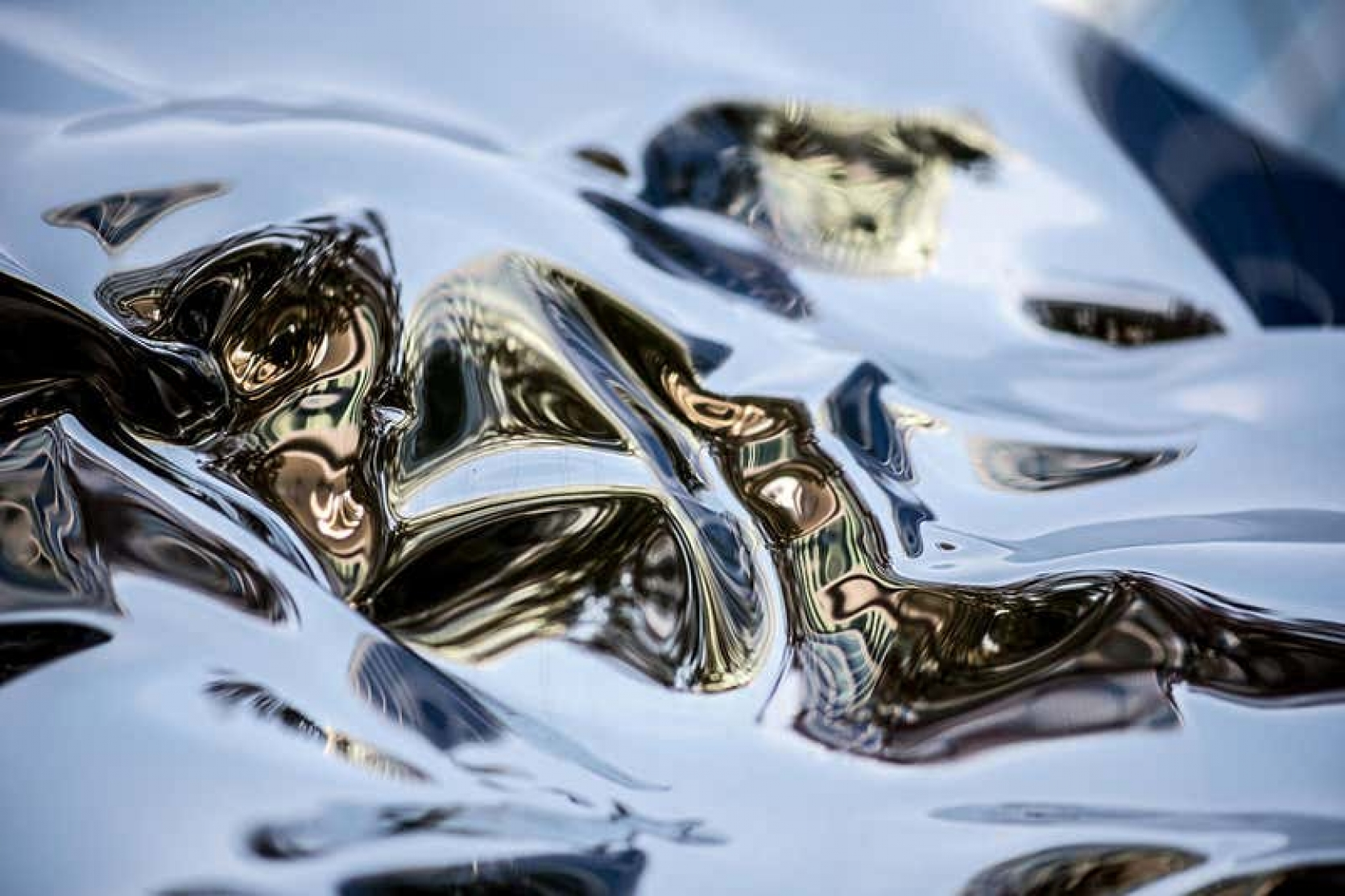 SCIENTISTS WANT TO BUILD ROBOTS OUT OF FLOATING LIQUID METAL