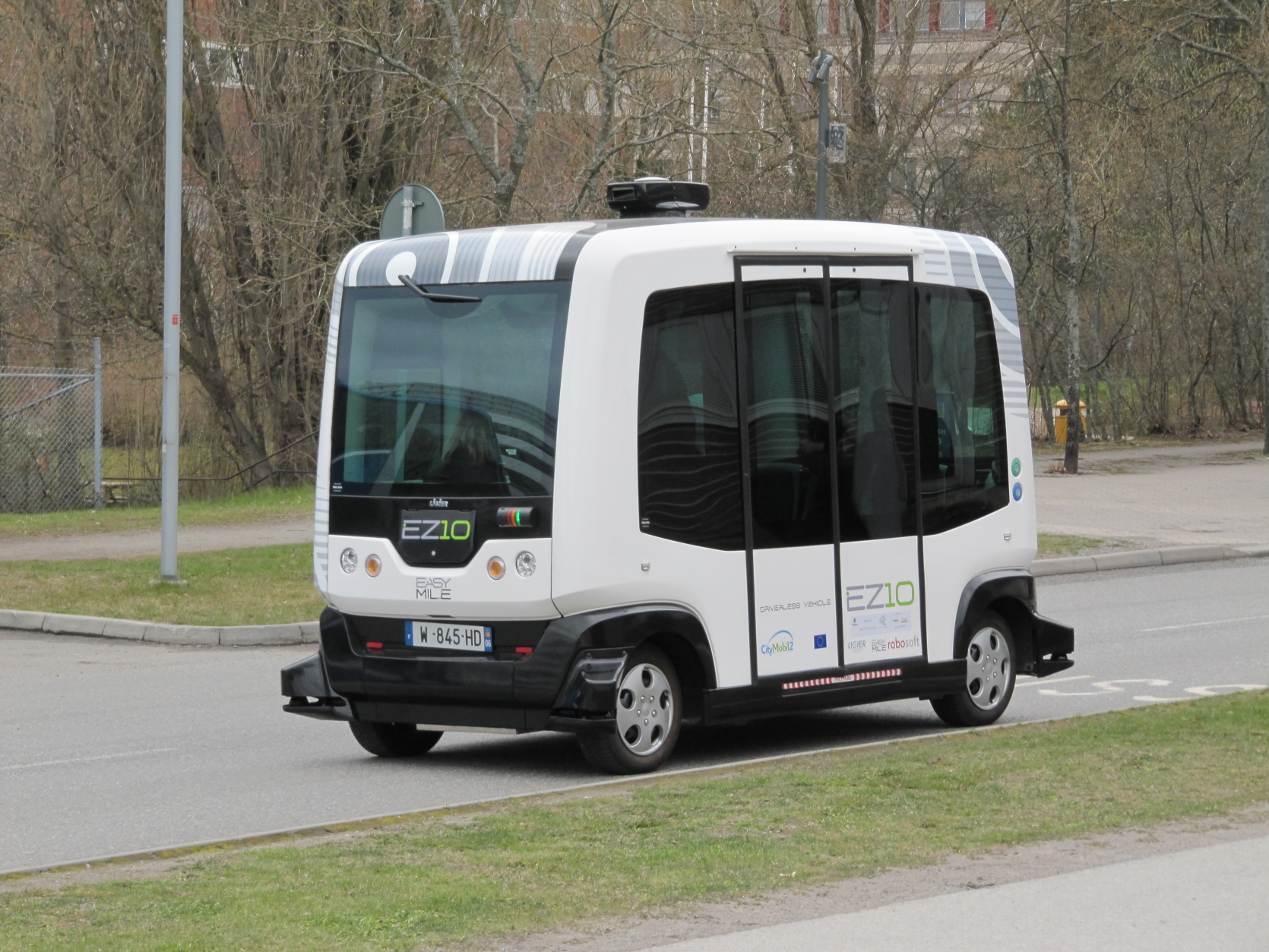 A MOVE FOR DRIVERLESS MASS TRANSIT HITS SPEED BUMPS
